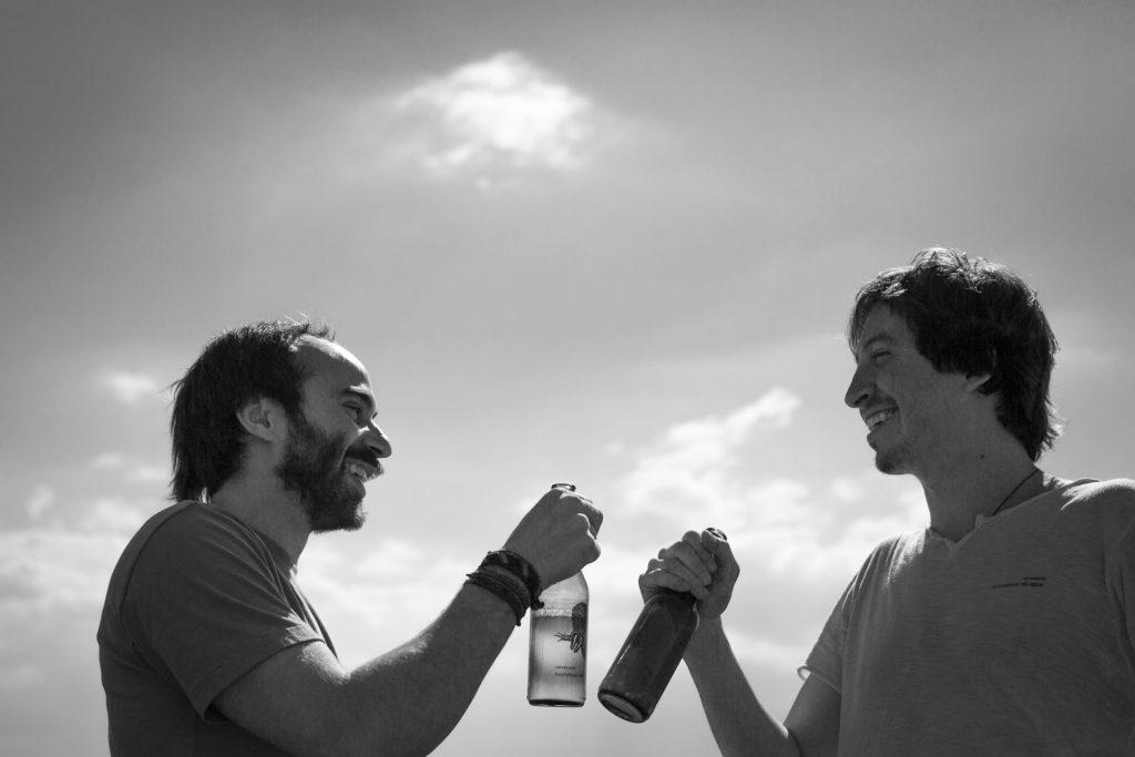 Monstruo de Agua es un colectivo de amigos que hace cerveza con agua de lluvia e ingredientes locales muy originales